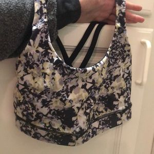LULULEMON sports bra Size 4 great condition
